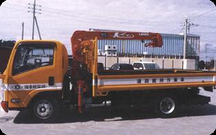 道路維持作業車4tユニック車の写真